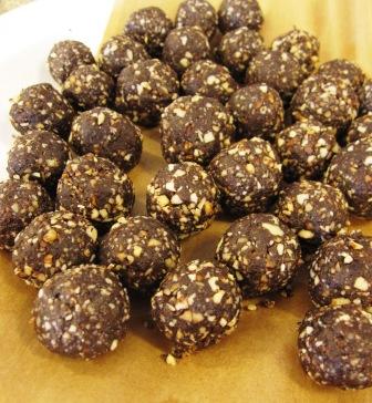 Rawfoodbollar med dadlar - Livsaptit