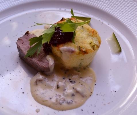 Dovhjortsrostbiff med potatisbakelse och murkelsås,Forshems gästgiveri, Kinnekulle. Livsaptit