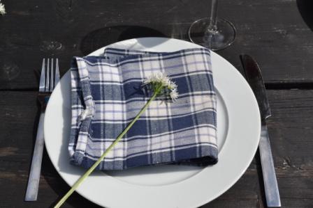 Hemma hos Sarenström, dukat bord. Livsaptit
