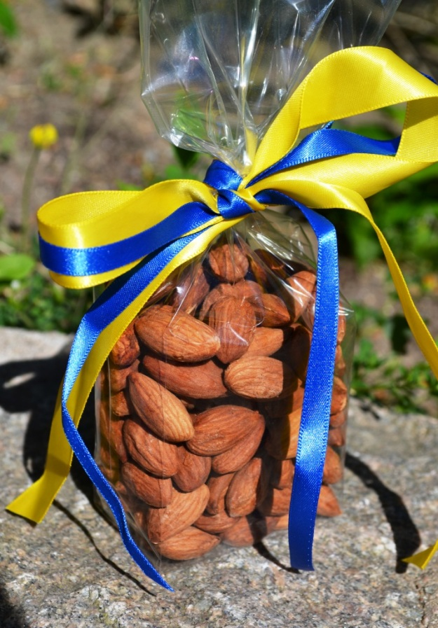 Saltrostade mandlar, Livsaptit