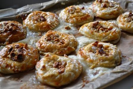 Chèvre- och marmeladfyllda smördegspuffar med nötter, Beatasmat, Livsaptit