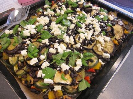 Långrostade tomater och ugnsrostade medelhavsgrönsaker med stekt aubergine, svarta bönor och fetaost, Matiga sallader, Kurs, Livsaptit