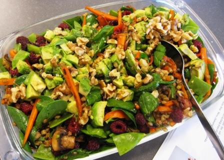 Matvetesallad med champinjoner, morötter, sockerärtor, avokado och hallon, Matiga sallader, Kurs, Livsaptit
