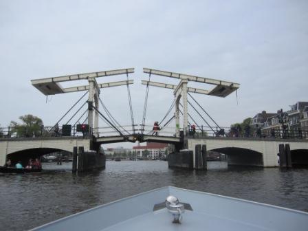 Systrarnas bro, Amsterdam, Livsaptit