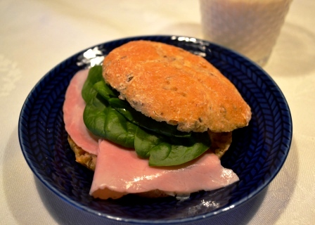 Kvällsmörgås, tekaka med kokt skinka och spenat, Recept, Livsaptit