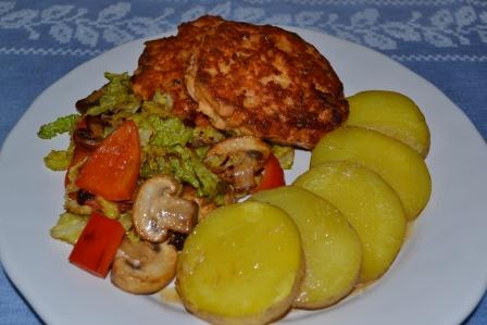 Närbild, laxwallenbergare, smörstekta grönsaker och ångad potatis, Recept, Livsaptit