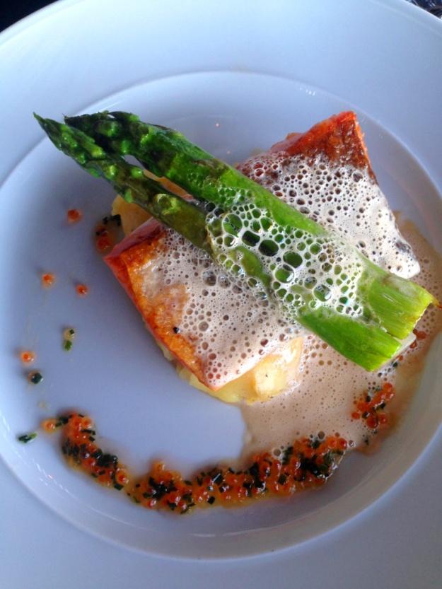 Halstrad röding med psarris, citronfänkål och potatisstomp + smörsås, Vann, Besök av Livsaptit