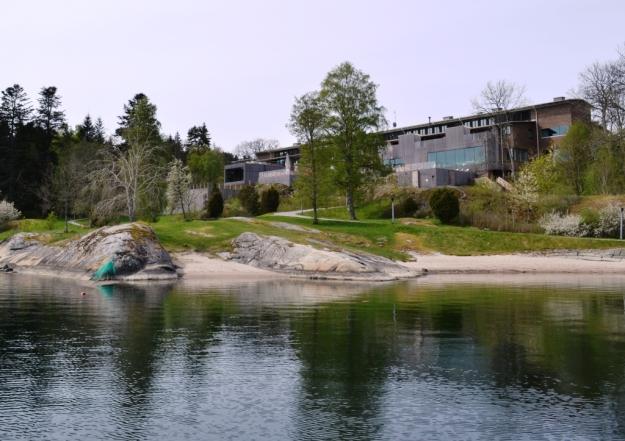 Hotellet sett från bastun vid Gullmarn, Vann, Besök av Livsaptit