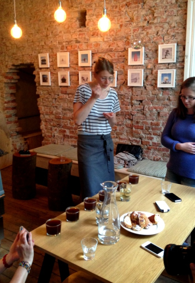 Surplande av kaffe, Kaffeprovning, koppning, Kale'i Kaffebar,