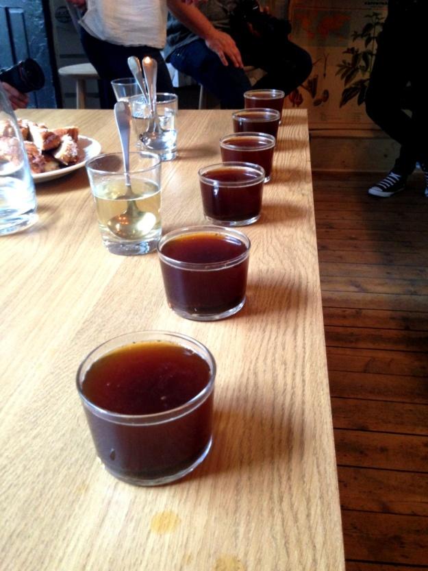 Upphällt, klarat kaffe för provsmakning, Kaffeprovning, koppning, Kale'i Kaffebar,