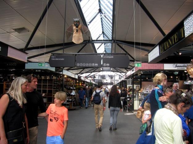 Luftiga hallar fyllda med mat, Torvehallerne, Köpenhamn, Mattips, Reseguide, Livsaptit