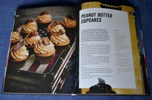 Peanut Butter Cupcakes, exempel på ett uppslag, Recension av United States of Cakes av Roy Fares, recension av Livsaptit