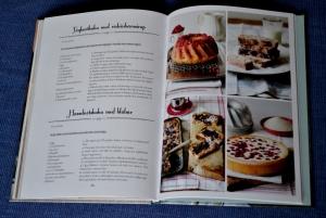 Yoghurtkaka och Hasselnötskaka, uppslag ur Prinsesstårtor & annat kalasenkelt att baka av Emelie Hallbäck, recension av Livsaptit