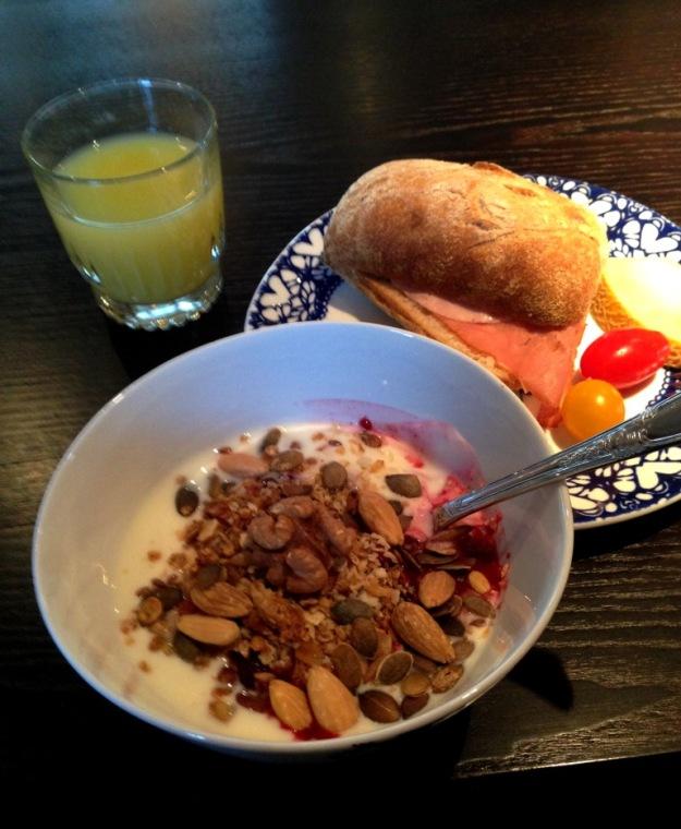 Frukost - gott bröd, finfina pålägg, god müsli, Hotel Pigalle, Bloggforum, Livsaptit