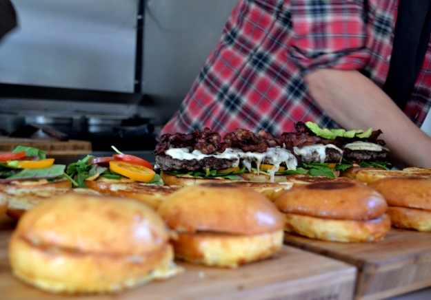 Lager på lager, Hamburgare, Two buns & meat, Foodtryck, gbgftw, Matvandring, Bloggforum, Livsaptit