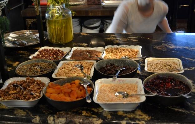 Müslibuffé till frukost, Hotel Pigalle, Bloggforum, Livsaptit