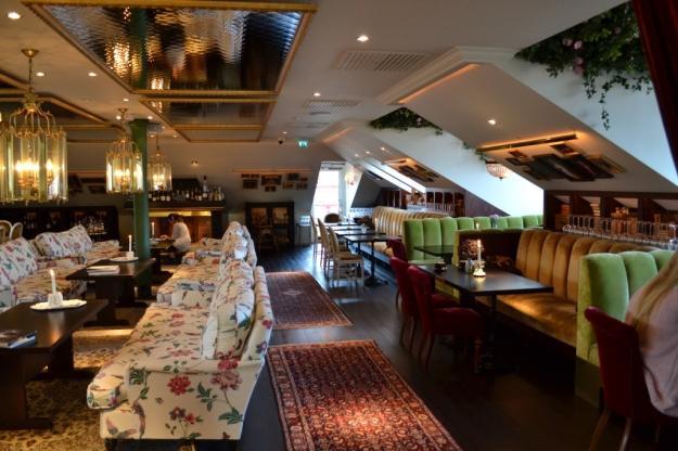 Mysig stil- och mönstermix uppe på Restaurang Atelier, Hotel Pigalle, Bloggforum, Göteborg, Livsaptit