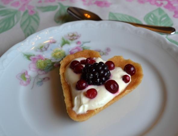 Mördegshjärta med vaniljfraichegrädde och bär, Afternoon Tea-vecka, Livsaptit, Recept