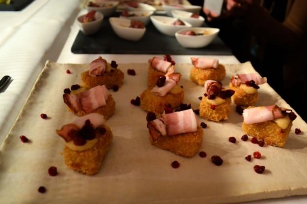 Potatiskrokett med lättrökt bacon och lingon, Matbloggsträff, Julbord Gunnebo Slott & Trädgårdar, 2014, Livsaptit