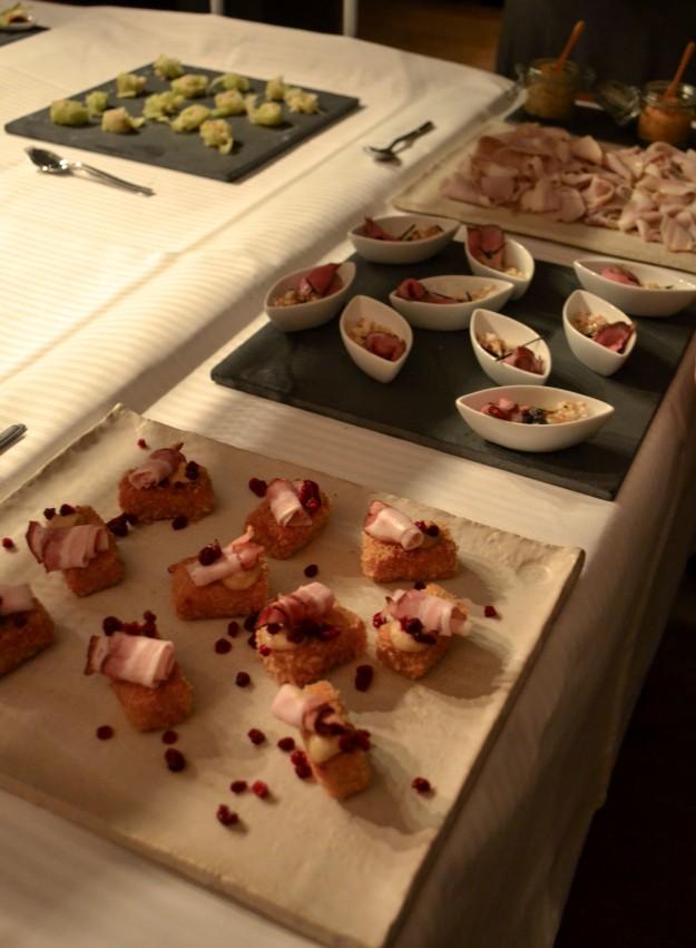 Tapassamling, skinka med senap längst bort, Matbloggsträff, Julbord Gunnebo Slott & Trädgårdar, 2014, Livsaptit