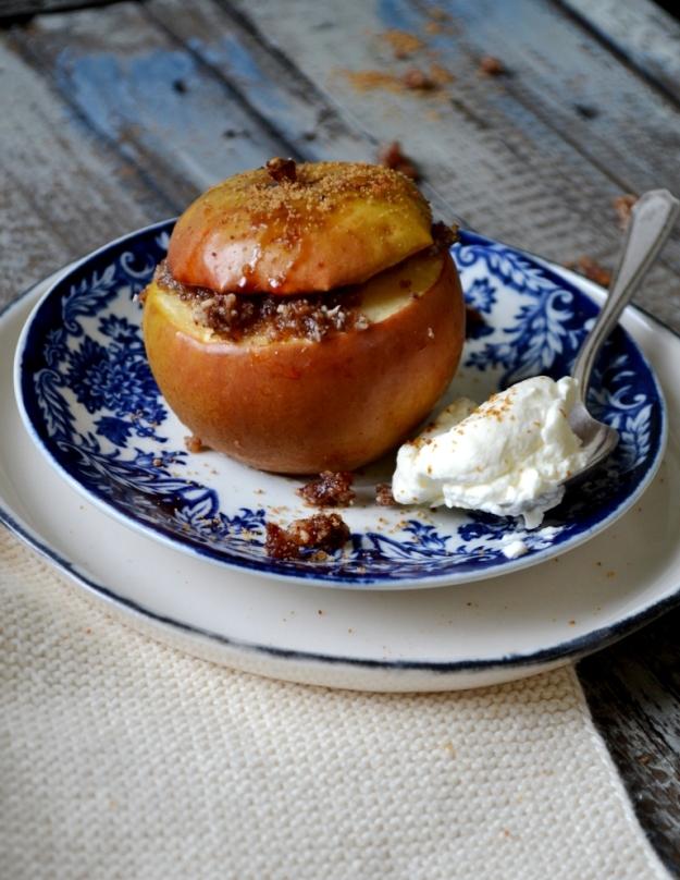 Ugnsbakat äpple med raw mandelmassa med vanilj och kardemumma, Foto- och stylingworkshop, Sonja Dahlgren, Livsaptit