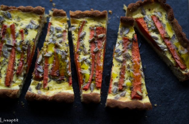 Morotspaj med honungsrostade morötter på quinoapajbotten, ovanifrån, glutenfri, recept, vegetariskt, Livsaptit