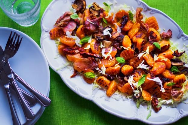 Glutenfri pumpagnocchi med sötpotatis, serverad med vitkål, lufttorkad skinka, svamp och soltorkad tomat, Recept, Livsaptit (2)