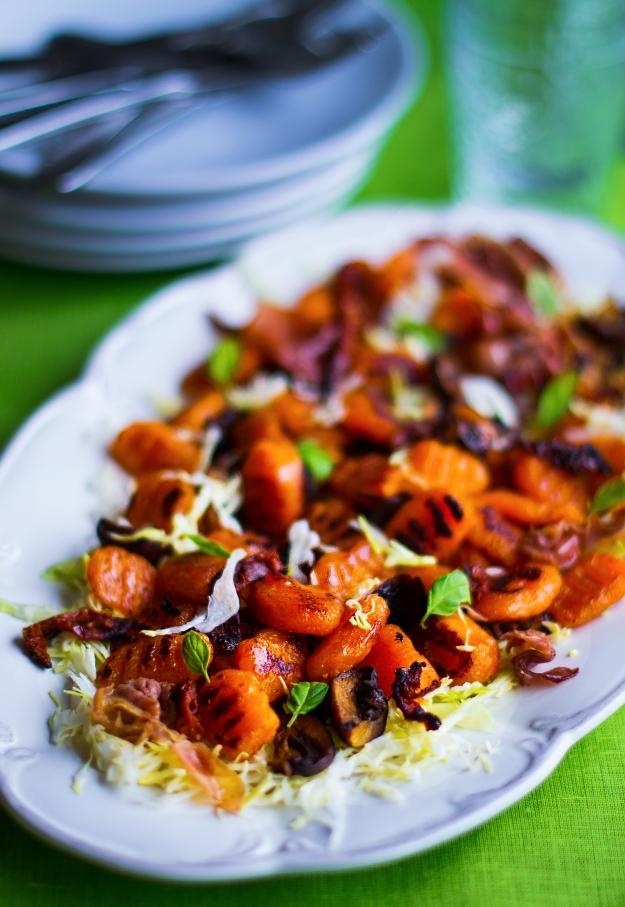 Pumpa- och sötpotatisgnocchi med vitkålssallad och smörfräst svamp, soltorkad tomat och lufttorkad skinka, Recept, Glutenfritt, Äggfritt, Livsaptit