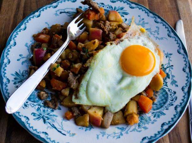 Viltskavspytt i panna med ägg, liggande, Livsaptit, Recept, Höst
