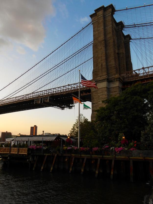 Brooklyn Bridge när solen är på väg ner, New York, Livsaptit
