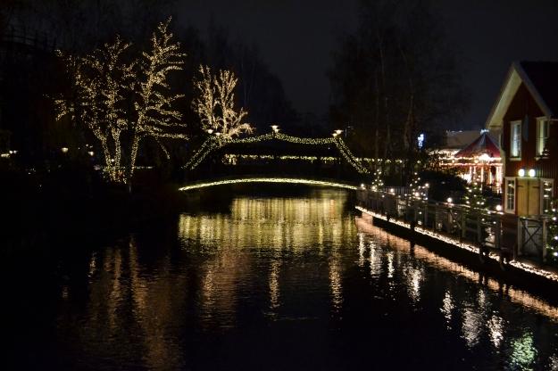 Jul på Liseberg, bloggevent, glittrande bro och vatten, Livsaptit