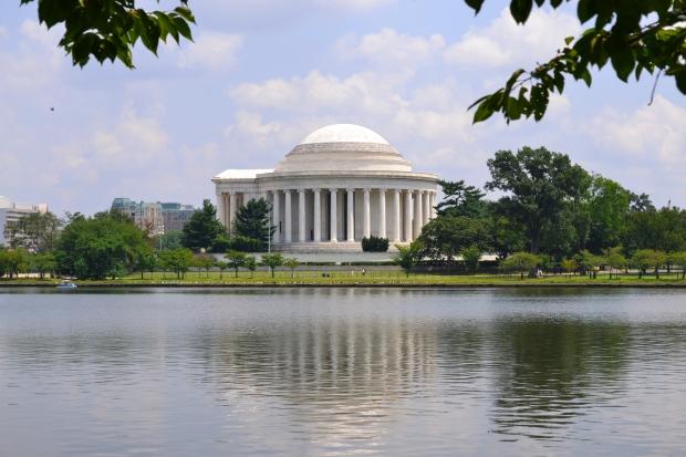 Jefferson Memorial vid Tidal basin under körsbärsträd, sommaren 2015, Washington D. C., Resedagbok, USA, Livsaptit