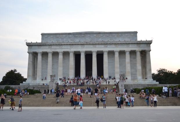 Lincoln Memorial framifrån med horder av folk, Washington D. C., Resedagbok, USA, 2015, Livsaptit