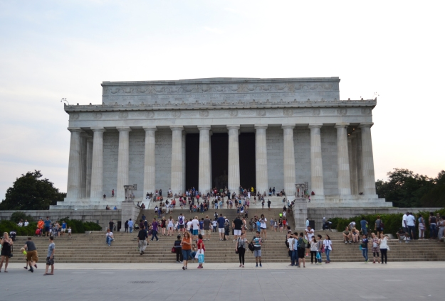 Lincoln Memorial framifrån med horder av folk, Washington D. C., Resedagbok, USA, 2015, Livsaptit